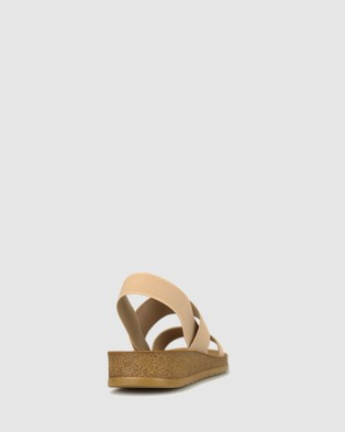 Betts Rise Elastic Low Wedge Sandals - Sandals (Blush)