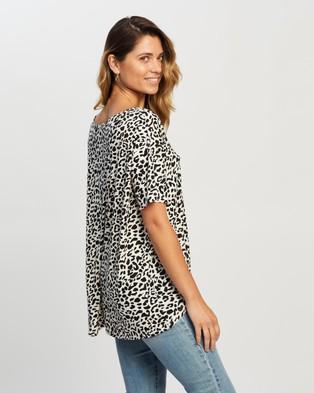 Atmos&Here Anna High Low Tee - T-Shirts & Singlets (Black White Animal)