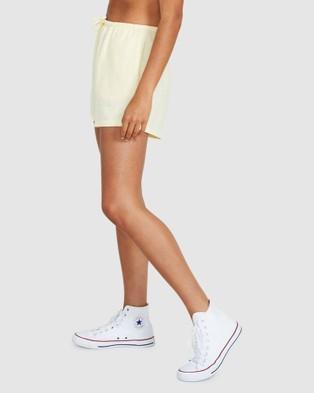 Subtitled Sandy Linen Shorts - Shorts (YELLOW)