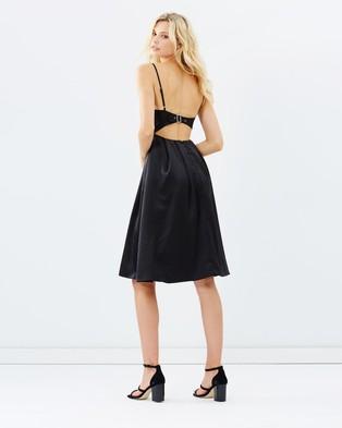 DELPHINE – Dip It Low Midi – Dresses (Black)