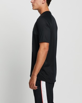 Under Armour Tech 2.0 Vert Wordmark SS Tee - Short Sleeve T-Shirts (Black & Pitch Grey)