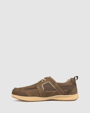 Betts Invade Casual Shoe - Lifestyle Sneakers (Brown)