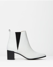 Atmos&Here - ICONIC EXCLUSIVE - Britanni Leather Ankle Boots