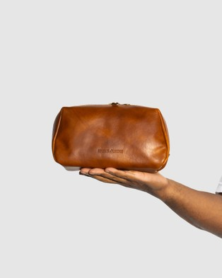 Republic of Florence The Otto Leather Dopp Kit Matt Tan - Beauty (Tan)