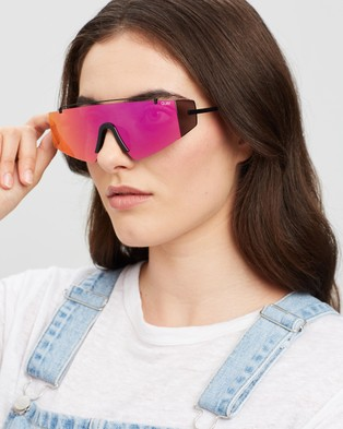 Quay Australia Transcend - Sunglasses (Black & Pink)