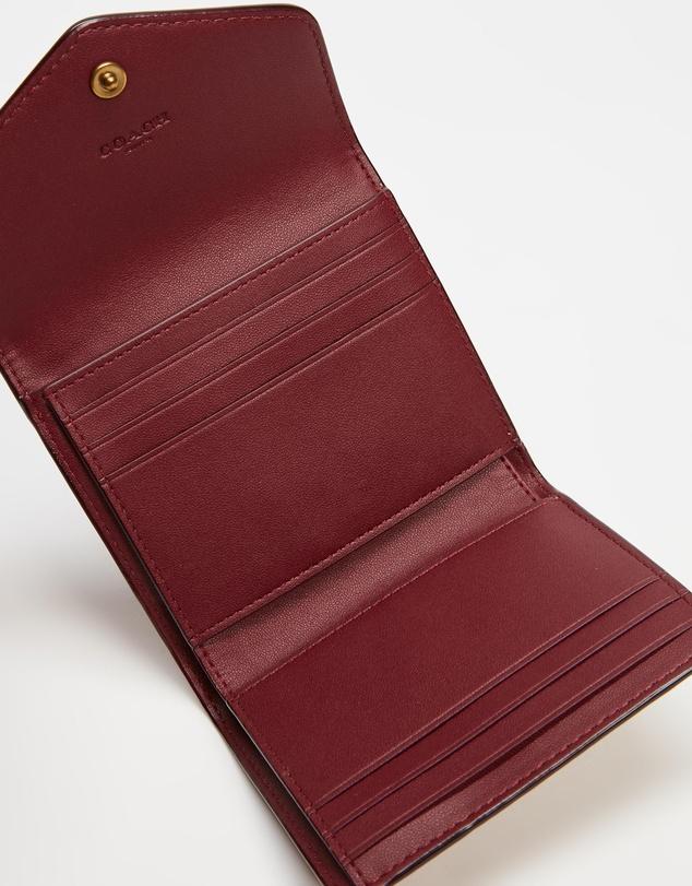 Women Wyn Small Wallet