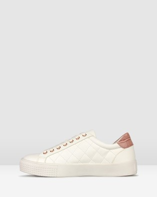 Betts Pugsy Quilted Sneakers - Low Top Sneakers (White/Pink)