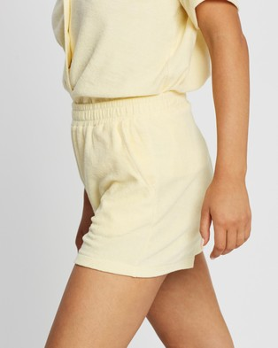 Stussy - Copyright Looped Terry Beach Shorts - Shorts (Lemon) Copyright Looped Terry Beach Shorts