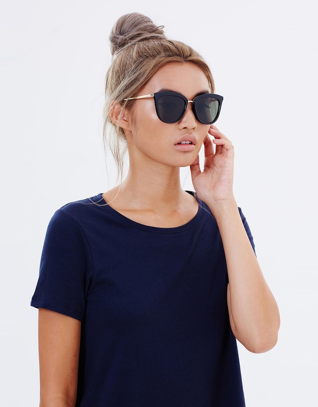 Women Caliente Black and Gold Round Sunglasses