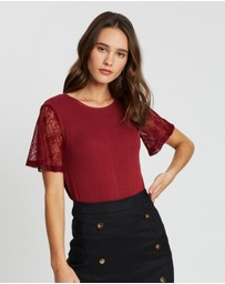 Atmos&Here - Sara Lace Sleeved Tee