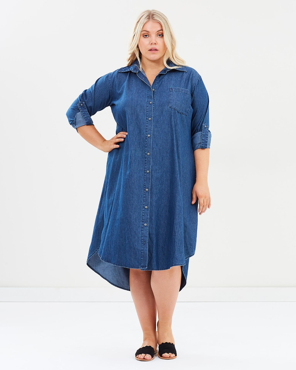 Buy Hope & Harvest Rosario Vintage Wash Dress Dresses Blue Denim Rosario Vintage Wash Dress shop Hope & Harvest dresses online Designed for stylish trans-seasonal dressing, meet the Rosario Vintage Wash Dress by Hope & Harvest. Constructed from cotton denim in a mid-blue vintage wash, the long-sleeved dress features a button-through front, single chest pocket and a drop back hemline. Wear with your go-to sneakers or dress it up with tan ankle boots. Our model is wearing a size 14/16 dress.