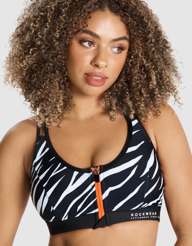 Women Monochromatic Zip Medium Impact Sports Bra