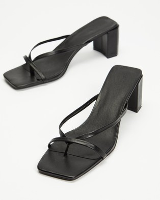AERE - Strappy Leather Block Heel Thongs - Sandals (Black Leather) Strappy Leather Block Heel Thongs