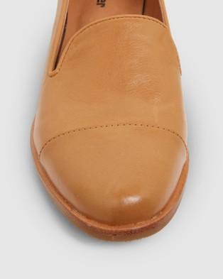 Sandler Sable - Flats (COGNAC)