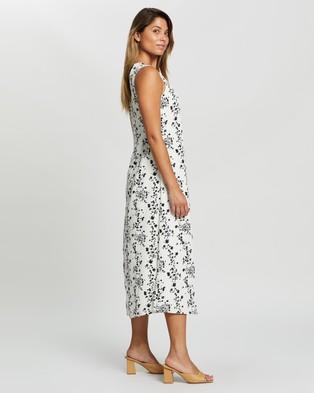 Glamorous Monochrome Floral Shift Dress - Printed Dresses (White & Black Flower)