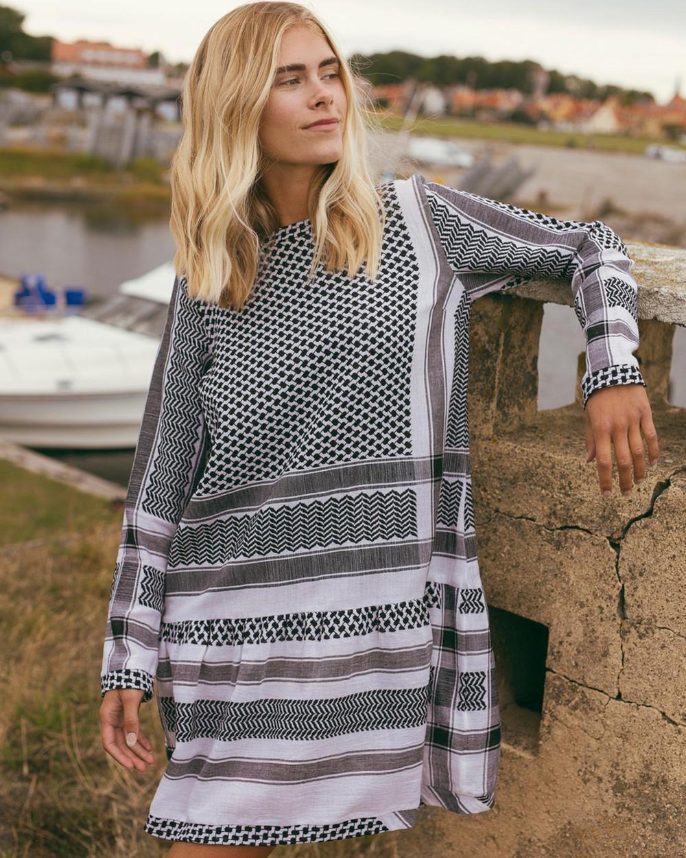Cecilie Copenhagen - Dress 2, O, Long Sleeves Dresses (Black & White)