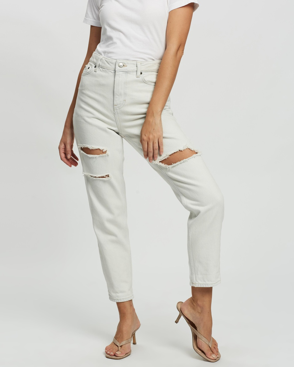 TOPSHOP Petite PETITE Ripped Mom Tapered Jeans High-Waisted Bleach