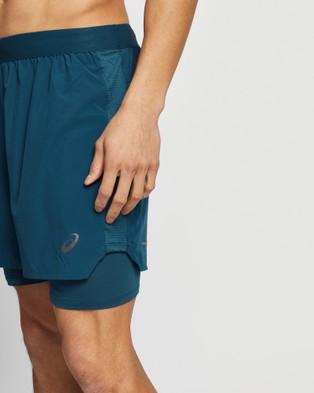 ASICS Road 2 In 1 7 Inch Short   Men's - Shorts (Magnetic Blue)