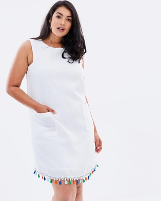 Lost Ink Plus – Shift Dress with Tassel Hem – Dresses (White)