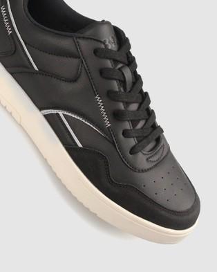 Betts Defend Street Sneaker - Lifestyle Sneakers (Black)