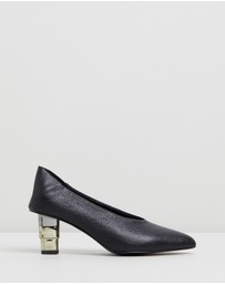 Jaggar The Label - V-Cut Pebbled Heels