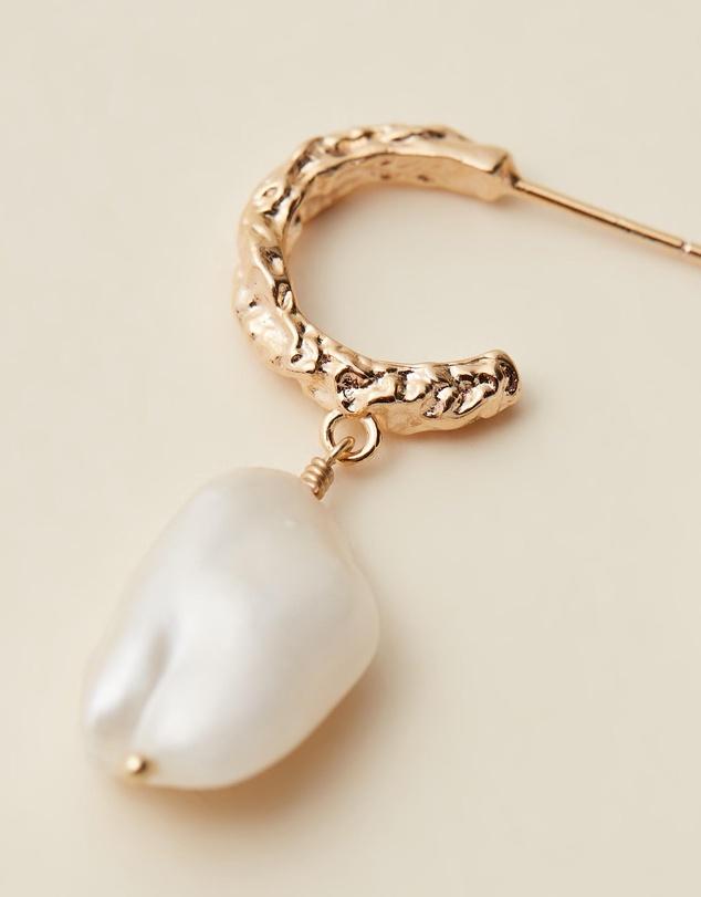 Women Airo Crushed Pearl Drop Earrings