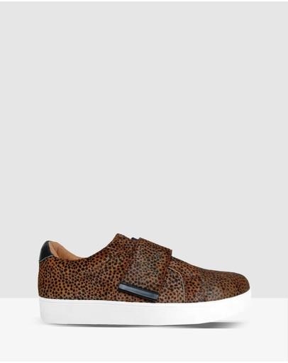 390a0de66 Sneakers