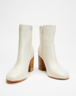 AERE - Soft Leather Block Heel Ankle Boots (Cream Leather)