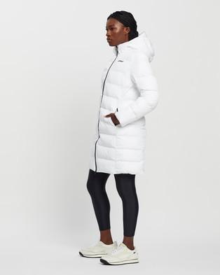2XU - Utility Insulation Longline Jacket - Coats & Jackets (White & Black) Utility Insulation Longline Jacket