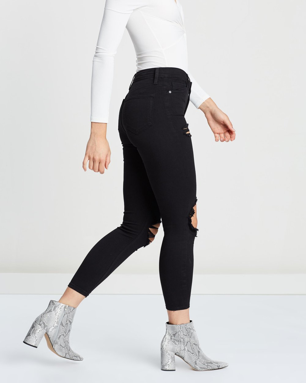 b3a8c58a166d7 Wing Rip Jamie Jeans by TOPSHOP Online   THE ICONIC   Australia