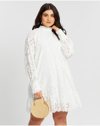 Atmos&Here Curvy - Eva Broderie Dress