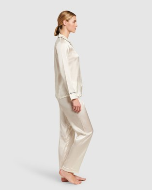 GINIA Silk Pyjamas With Contrast Piping - All gift sets (Creme with Black Piping)