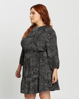 Atmos&Here Curvy Anastasia Mini Dress - Printed Dresses (Black With White Spot)