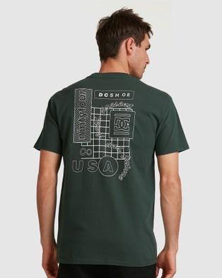 DC Shoes Mens Past Present Future Short Sleeve T Shirt  - Short Sleeve T-Shirts (DEEP FOREST)