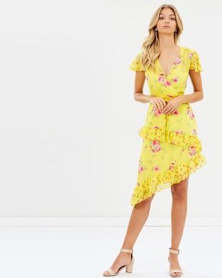 Miss Selfridge – Printed Wrap Dress – Printed Dresses Yellow