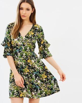 Warehouse – Painted Meadow Tea Dress – Dresses (Black Pattern)