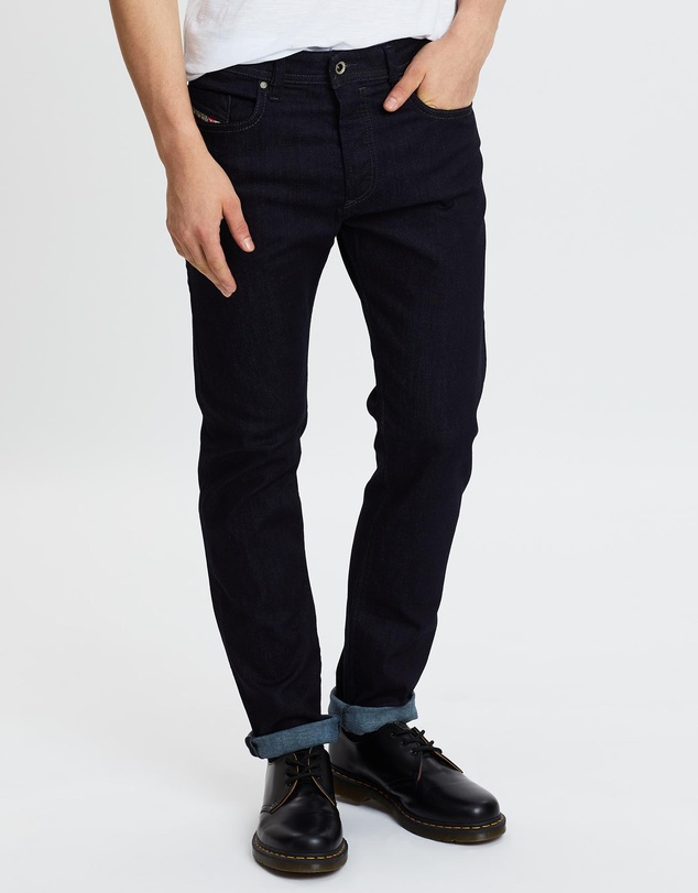 Men Buster Tapered Jeans