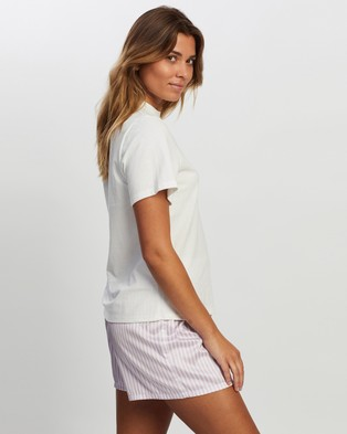 Atmos&Here Queen Tee Sleepwear White Lilac Text
