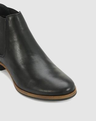Eos Gala Boots Black