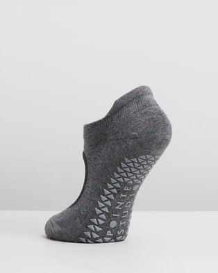 Pointe Studio Josie Grip Strap Socks - Ankle Socks (Charcoal)
