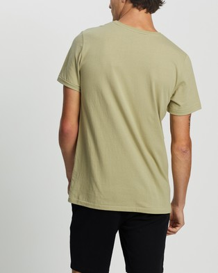 Staple Superior Organic Organic Cotton Pocket Tee - T-Shirts & Singlets (Green)