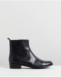 Atmos&Here - ICONIC EXCLUSIVE - Lola Leather Ankle Boots