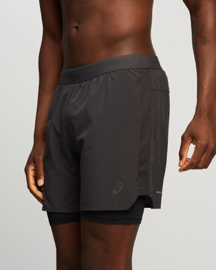 ASICS Road 2 In 1 7 Inch Short   Men's - Shorts (Graphite Grey)
