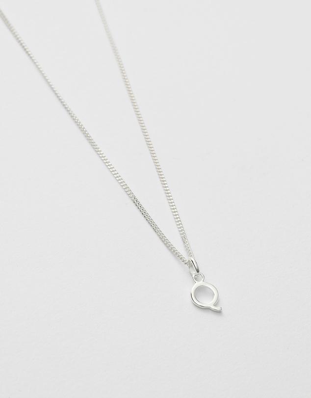 Women Q Outline Initial Necklace