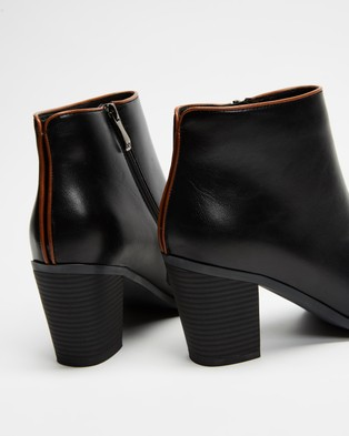 Betsy - Contrasted Trim Ankle Boots (Black)