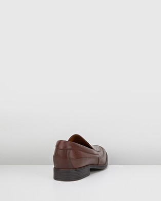 Clarks Tilden Free - Dress Shoes (Brown Leather)