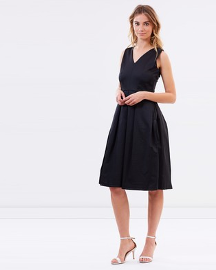 Closet London – Pleated V Neck Dress