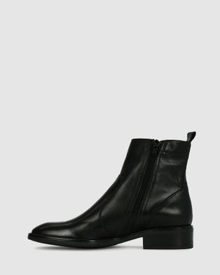 Eos Seline - Flats (Black)