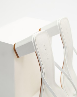 AERE - Strappy Leather Block Heel Thongs - Sandals (White Leather) Strappy Leather Block Heel Thongs
