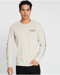 Abercrombie & Fitch - Core Long Sleeve Print Tee